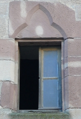 Maison du 15s - English: A 15th c. house in Luxeuil-les-Bains, Haute-Saône, France: gothic window made out of sandstone