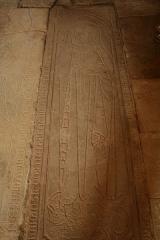 Ancienne église prieurale Sainte-Marie-Madeleine -  Marast Prieuré pierre tombale