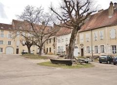 Ancienne abbaye de Clarisses-Urbanistes - Français:   Cour et bâtiments de l\'ancienne abbaye.