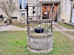 Ancienne abbaye de Clarisses-Urbanistes - Français:   Puit de l\'abbaye de Montigny-lès-Vesoul