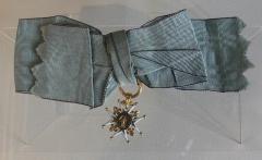 Ancienne abbaye de Clarisses-Urbanistes - Français:   Médaille du chapitre des Dames nobles du couvent de Montigny-lès-Vesoul. Or émaillé. 1760-70. Vesoul, Musée Georges-Garret, inv. 983.11.1. Don des Amis du musée, 1983.
