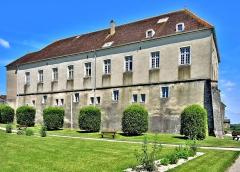 Château - Français:   Bâtiment de l\'ancien château de Pesmes. Haute-Saône