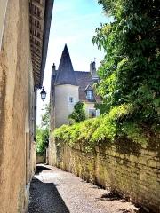Château Rouillaud - Français:   Tourelle est du château Rouillaud, vu d\'une ruelle. Pesmes. Haute-Saône