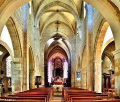 Eglise Saint-Hilaire - Nef de l'église Saint-Hilaire de Pesmes. Haute-Saône