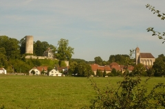 Eglise - English: Rupt-sur-Saône from the Saône bicycle path, with the Château de Rupt-sur-Saône on the left and the Église de Rupt-sur-Saône on the right.