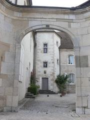 Hôtel de Magnoncourt - Français:   Porche et cour de l\'hôtel de Magnoncourt, à Vesoul (Haute-Saône)