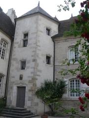 Hôtel de Magnoncourt - Français:   Tour d\'escalier dans la cour de l\'hôtel de Magnoncourt, à Vesoul (Haute-Saône)