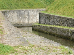 Canal souterrain de Saint-Albin (également sur commune d'Ovanches) - English: Underground canal in Saint-Albin (near Scey-sur-Saône, Haute-Saône, France)