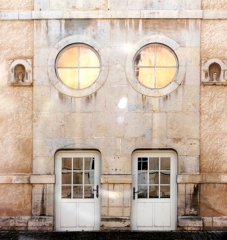 Couvent des Ursulines - Français:   Portes donnant sur la cour intérieure. Couvent des ursulines de Vesoul (aujourd\'hui musée Georges-Garret), XVIIIe s.