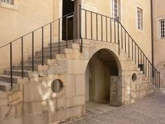 Couvent des Ursulines - Français:   Couvent des Ursulines de Vesoul. Escalier de la petite cour sur rue