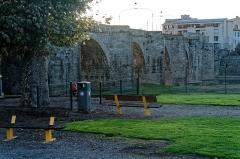 Pont-Vieux - English: Carcassonne - Place Gaston Jourdanne - View West on Old Bridge of 1320
