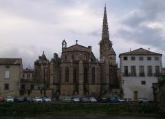 Eglise paroissiale Saint-Martin - Français:   Église Saint-Martin de Limoux (Aude), dans l\'après-midi du 4 décembre 2012.