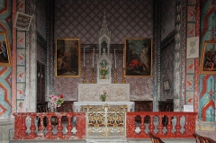 Eglise Saint-Vincent -  The altar and winged tarbernacle ((Pietá et burial of Christ) of Purgatory (XIXth century). It is flanked by two paintings of Jacques Gamelin (1777) restored by the Fine Arts: Healing the Paralytic St Peter and St John in Jerusalem.