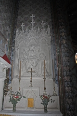 Eglise Saint-Vincent - English:  The communion table of the Rosary: The Virgin is in the center with in his right St. Catherine of Siena and St Dominic in his left