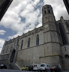 Eglise Saint-Vincent - English:  South facade of the collegiate church and its bell-tower built above the vestry.