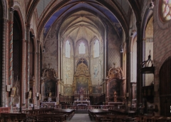 Eglise Saint-Vincent -  The nave arches support a ceiling covered with painted plaster, like the walls.
