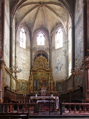 Eglise Saint-Vincent -  The choir of the church is bordered by two sets of stalls from the eighteenth century. and six paintings telling the life of St. Vincent. Behind the communion table: The Glory of St. Vicent.