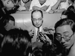 Maison -  Japanese physicist Hideki Yukawa is seen on departure to the United States at Tokyo International Airport on September 1, 1950 in Tokyo, Japan.