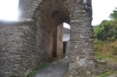Eglise Sainte-Anne, située dans le village - Français:   Base du clocher de de La Tourette (Aude, France)