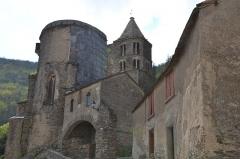 Eglise Sainte-Anne, située dans le village - Français:   Église et bâtiment adjacent à La Tourette-Cabardès (Aude, Languedoc-Roussillon, France).