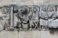 Eglise Notre-Dame-des-Pommiers - Français:   bas relief de la collégiale Notre-Dame des Pommiers à Beaucaire (Gard, France).