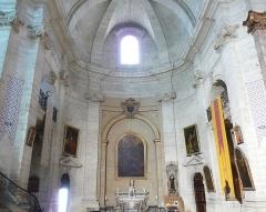 Eglise Notre-Dame-des-Pommiers - Français:   bras ouest du transept, le grand axe de l\'édifice étant Nord-Sud