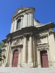 Eglise Notre-Dame-des-Pommiers - This building is indexed in the Base Mérimée, a database of architectural heritage maintained by the French Ministry of Culture,under the reference PA00102981 .
