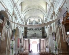 Eglise Notre-Dame-des-Pommiers - Français:   Tribune et orgue au-dessus de l\'entrée principale sud, l\'église n\'étant pas orientée classiquement