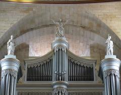 Eglise Notre-Dame-des-Pommiers - Français:   les statues sont en carton-pâte