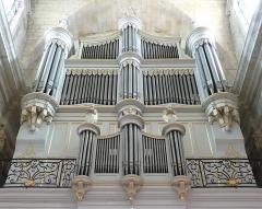 Eglise Notre-Dame-des-Pommiers - Français:   Restauré en 1988 par Jean-Loup Boisseau et Bernard Cattiaux
