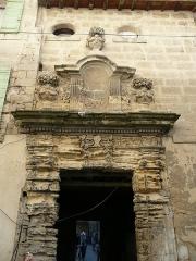 Eglise Saint-Paul, ancienne église des Cordeliers - Français:   Portail de l\'ancien couvent des Cordeliers, 24 rue Eugène Vigne et menant au chevet de l\'église