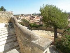 Eglise Saint-Paul, ancienne église des Cordeliers - Français:   marche Château de Beaucaire (Gard)