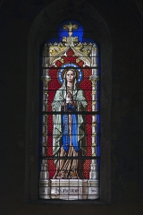 Eglise Saint-Saturnin - English:  The Blessed Viin, stained glass window of the apse, signed by the glassmaker P. Martin from Avignon.
