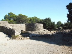 Oppidum -  The village ofNages is dominated by the two Gaulish oppidums of Roque de Vif, and of Les Castels (Nages) on the Roque de Vif hill to the north. Here we are in the Oppidum des Castels.