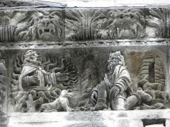 Cathédrale Notre-Dame et Saint-Castor - Moïse et le buisson ardent. Détail de la frise sculptée de la façade occidentale de la cathédrale Notre-Dame et Saint-Castor de Nîmes (30).
