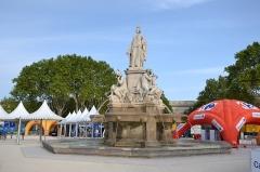 Fontaine de l'Esplanade, dite fontaine Pradier - village des partenaire du Tour d'Espagne 2017, entourant la fontaine Pradier, à Nîmes