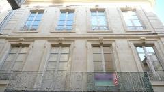 Immeuble - Français:   Nîmes (Gard, France), au nord du quartier historique de l'Écusson, immeuble inscrit M.H. au numéro 18 de la rue des Lombards.