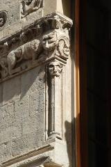 Immeuble - Français:   France - Provence - Maison romane de Nîmes