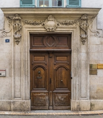 Maison, dite aussi hôtel de Balincourt - English: Portal of the Hôtel de Balincourt at 29 rue des Lombards in Nîmes, Gard, France