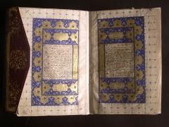 Hôtel de Piolenc, dit Maison des Chevaliers - Français:   Coran d\'Ibn-al-Yas, Iran, an 1506, Musée d\'art sacré du Gard, Pont-Saint-Esprit, France