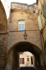 Porte de ville fortifiée - Français:   Remoulins.