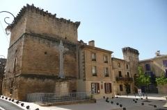 Porte de ville fortifiée - Français:   Rempart à Remoulins.