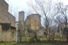 Tour carrée - Français:   Tour Carrée de Roquemaure, et ruine du château de Roquemaure