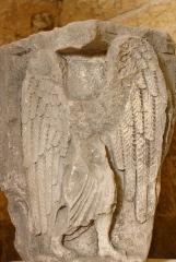 Maison romane - Deutsch: Romanisches Relief in der Sammlung des Romanischen Hauses (Maison romane) in Saint-Gilles-du-Gard, einer Gemeinde im Département Gard in der französischen Region Languedoc-Roussillon, Darstellung: Engel (Fragment)