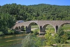 Pont sur le Gardon - Deutsch: Steinbrücke bei Saint-Jean-du-Gard, eine Gemeinde im Département Gard, Frankreich.