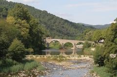 Pont sur le Gardon - English: The Gardon de Saint-Jean at Saint-Jean-du-Gard, departement Gard, France. (The Gardon de Saint-Jean is a tributary of the actual Gardon; it reaches the latter east of Corbès.) View upstream of the