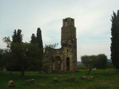 Ruines de la chapelle Saint-Martin - Français:   Chapelle de Saint-Martin dans la commune de Saint-Victor la Coste, vue de derrière