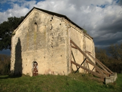 Ancienne chapelle Saint-Pierre - English: Reinforcement wood structures on the side of the Saint-Peter chapel