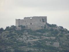 Ruines du Castellas - Français:   Castellas de Saint-Victor-la-Coste (vue depuis la cave des vignerons).
