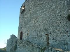 Ruines du Castellas - Français:   Castellas de Saint-Victor la Coste (Gard,30). Accès à l\'entrée du château.